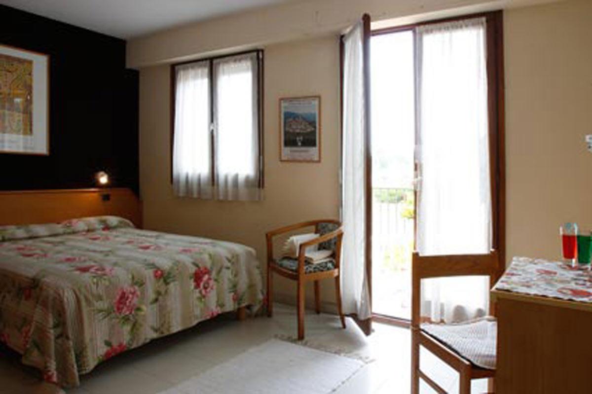 Mas de vence hotel restaurant la table du mas h tel for Hotel du collectionneur nombre de chambres
