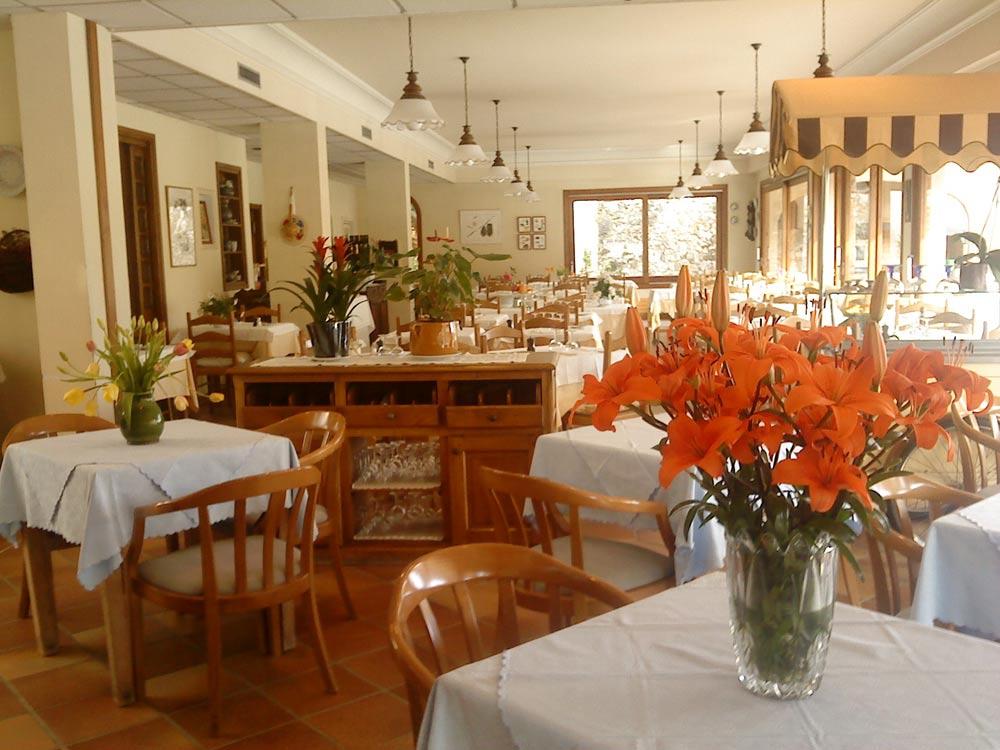 Mas de vence hotel restaurant la table du mas restaurant for Table salle a diner